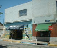 en argentina y sobre todo en el barrio de la boca, maradona es D1OS