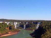 Foz Iguazú. im presionante. los saltos argentinos desde brasil