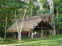la cocina en el campamento cucuiza en el rio caura