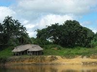 casa en el rio caura