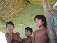 niños yekuanas
